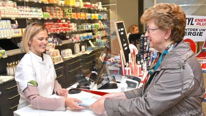 """Gratis mondmaskers van overheid gaan vlot over de toonbank bij apothekers: """"Gemiddeld 200 per minuut"""""""
