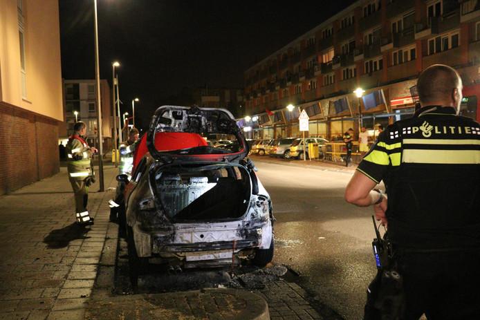 Auto in brand gestoken in Utrechtse wijk Kanaleneiland.