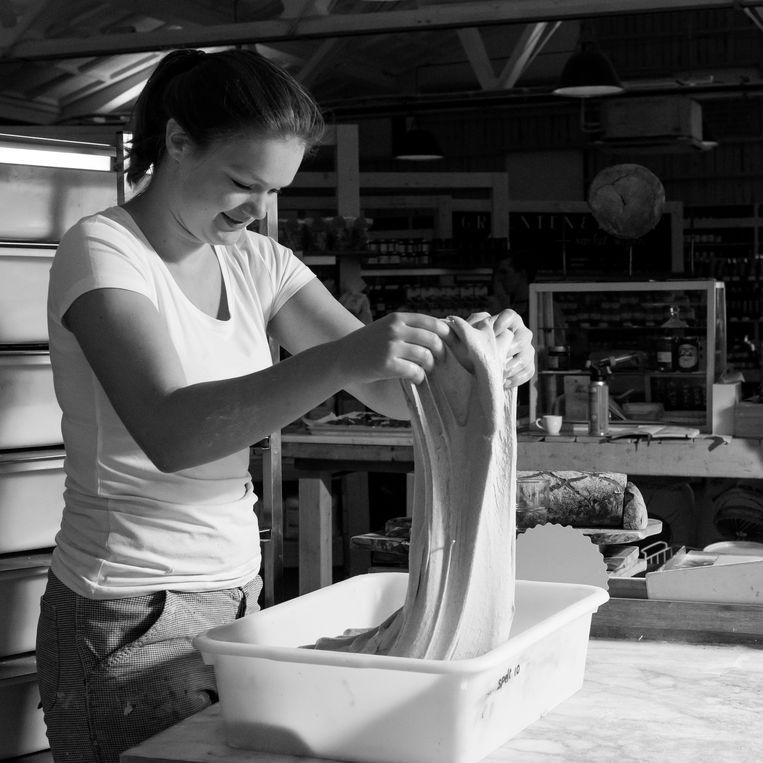Broodmaker Marieke. Beeld Ruud van der Graaf