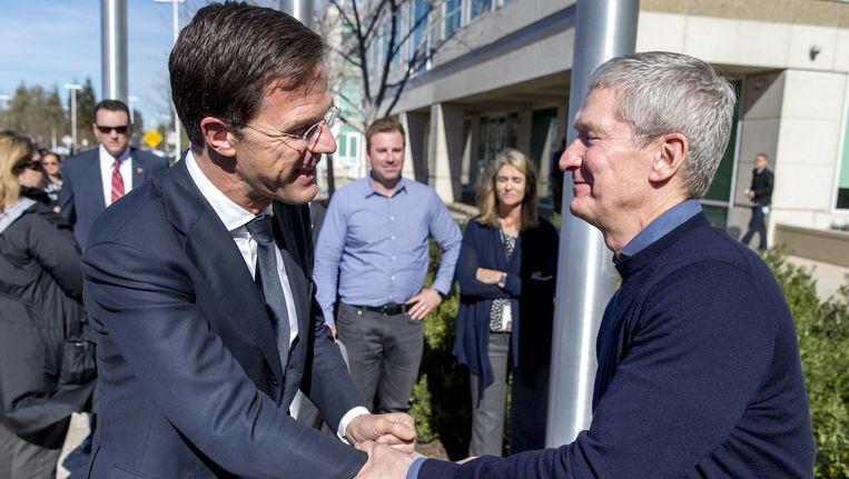 Premier Mark Rutte met Apple-CEO Cook maandag in Californië Beeld anp