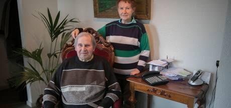 Jan (81) en Nolly (84) hebben al weken geen internet door kapotte kabel: 'Voor hem is dit van levensbelang'