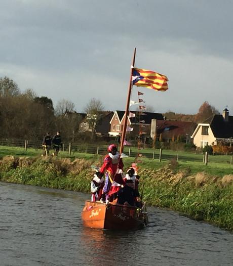 Sint vaart Almen binnen met Catalaanse vlag