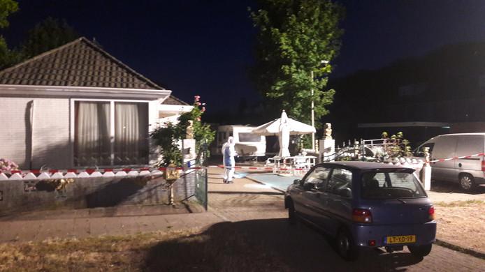 De recherche verrichtte onderzoek na het schietincident in Zutphen.