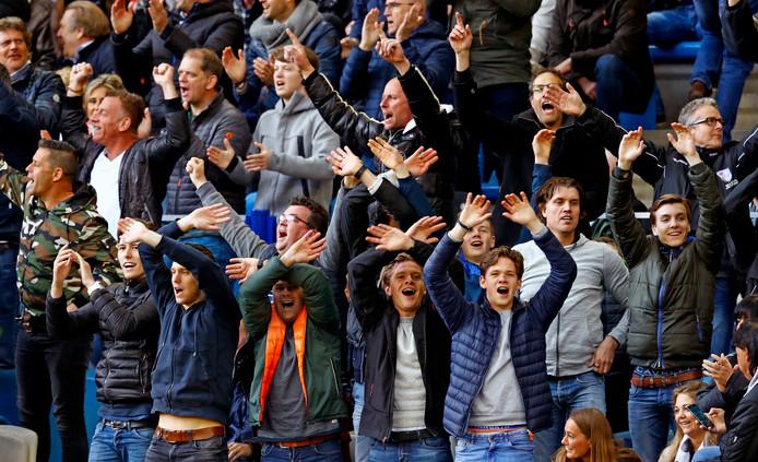 Supporters van Feyenoord, feestvierend in de vakken voor Vitesse-aanhangers in Gelredome.