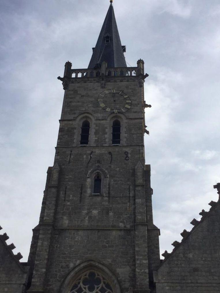 De uurwerken zijn hersteld en verhuizen weer naar de kerktoren.