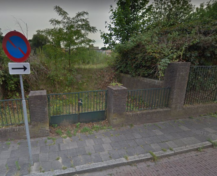 Het braakliggende terrein op De Dreijen.