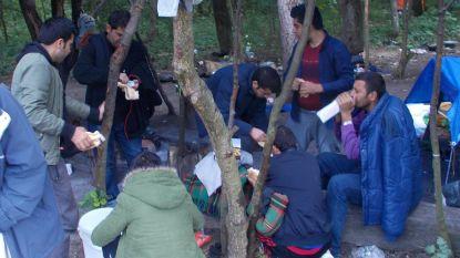 Vrijwilligers blijven vluchtelingen in Duinkerke helpen