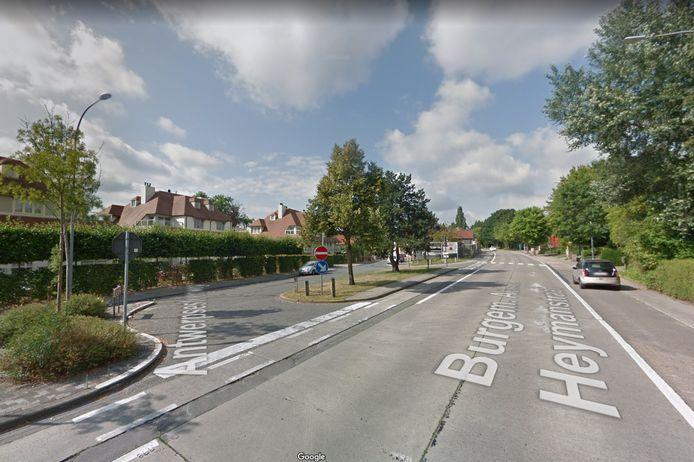 Het kruispunt van de Antwerpsesteenweg en de B.A. Heymanstraat gaat twee weken dicht, daarna is er beurtelings verkeer mogelijk.