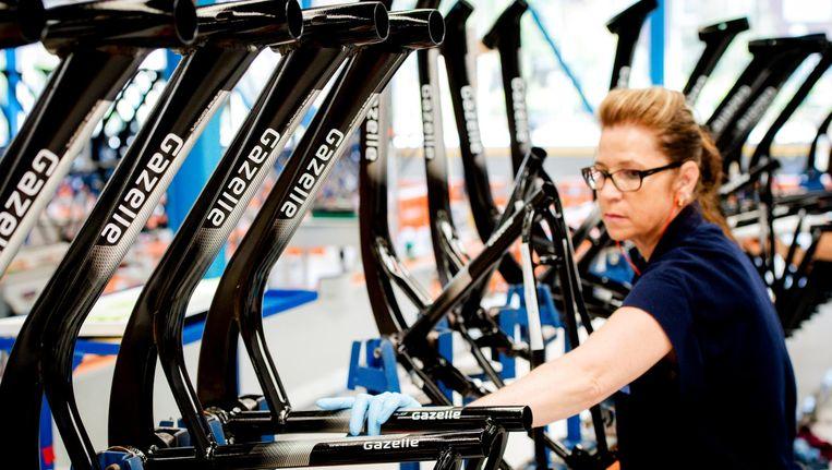 Productieproces in de fabriek van fietsenfabrikant Koninklijke Gazelle. Beeld anp