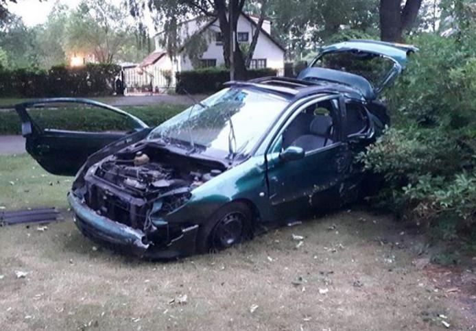 De auto liep forse schade op bij het eenzijdige ongeval.