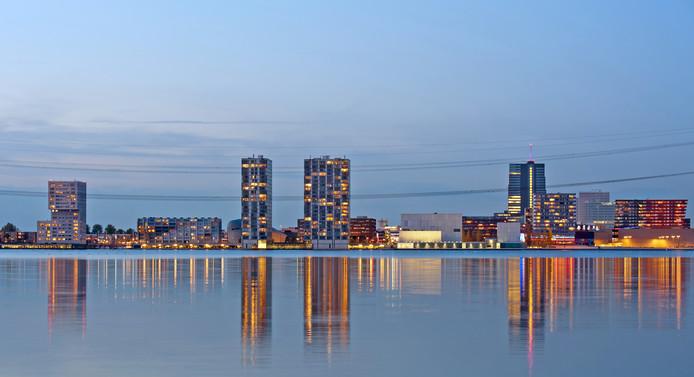 Almere is van een lelijk eendje uitgegroeid tot een trotse zwaan. ,,Laat de Chinese en Japanse toeristen maar komen!''