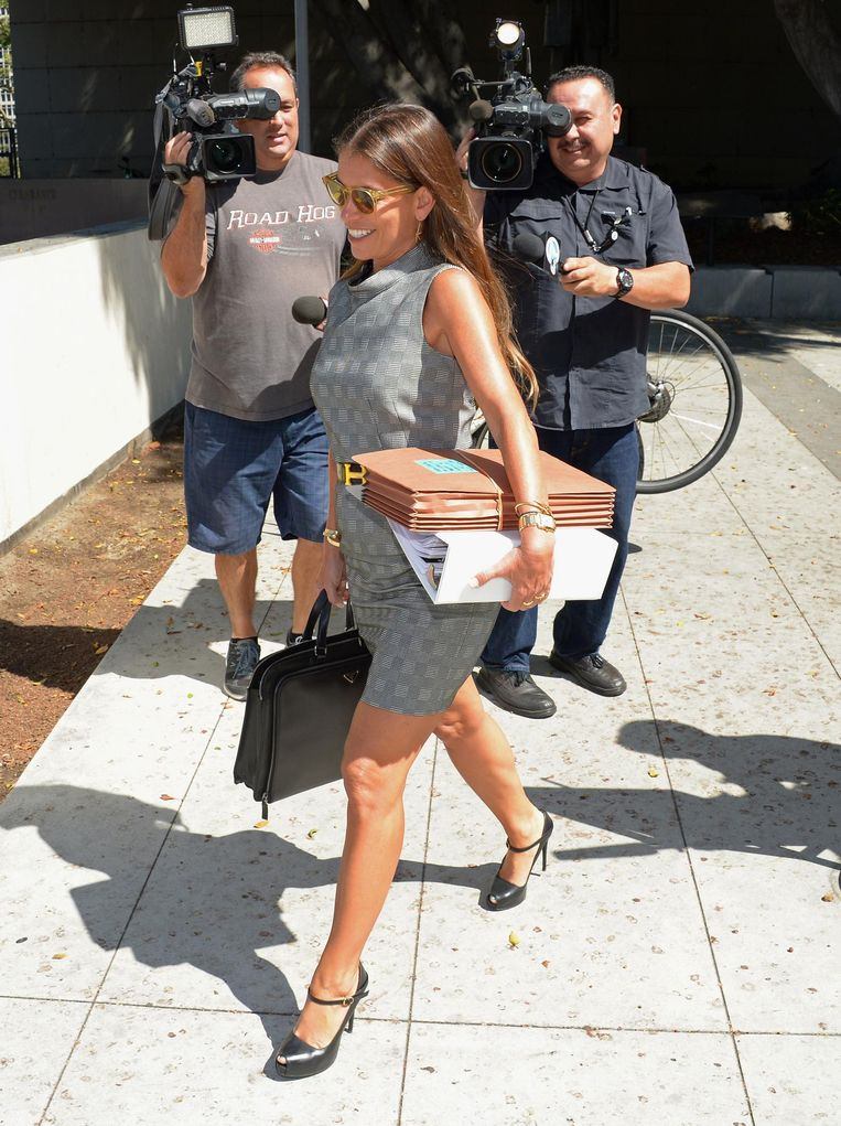 Laura Wasser onderweg naar de rechtbank.