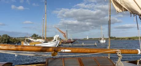 Oude vissersschepen vissen Grevelingen schoon na race
