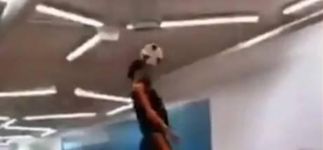 Virgil van Dijk reikt tot aan het plafond