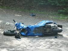 Twee gewonden bij ongeluk met scooter in Enschede, weg tijdelijk dicht