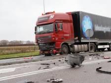 Man komt om het leven bij aanrijding met vrachtwagen