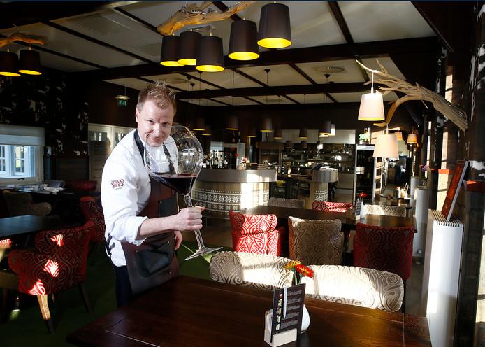 Chef-kok Mike Vrijdag in 'zijn' Strandlodge in Winterswijk.