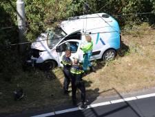 Arnhemmer ramt trolleymast op Batavierenweg en raakt gewond