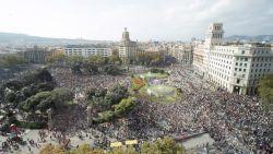 Spanje vaardigt nieuw Europees arrestatiebevel uit tegen Puigdemont: separatisten komen massaal op straat, politie chargeert
