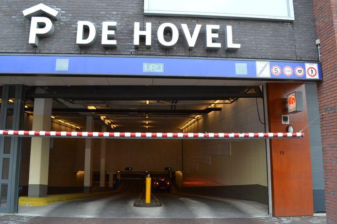 De ingang van parkeergarage De Hovel in Goirle.