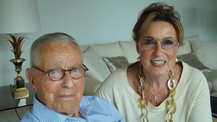 Hijman Gans met zijn echtgenote Ellen Pinczowski. De 88-jarige Gans woont al sinds 1957 in Maastricht.