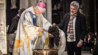 Meer dan 240 volwassen Belgen laten zich met Pasen dopen