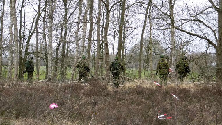 Speciale teams van Defensie zoeken naar sporen in het onderzoek naar de moord op Yasmeen. Haar lichaam werd in februari in dit gebied gevonden. Beeld ANP