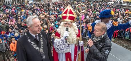 Burgemeester Zwolle verbiedt demonstratie tegen zwarte piet op aankomstplein Sinterklaas