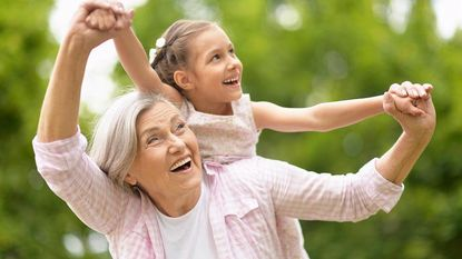 Terwijl ouders werken: 1 op de 3 kinderen op reis met opa en oma tijdens herfstvakantie