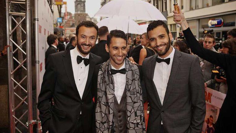 Nasrdin Dchar, Achmed Akkabi en Marwan Kenzari (VLNR) arriveren op de galapremiere van de Nederlandse speelfilm Rabat in Tuschinski Amsterdam in 2011. Beeld ANP Kippa