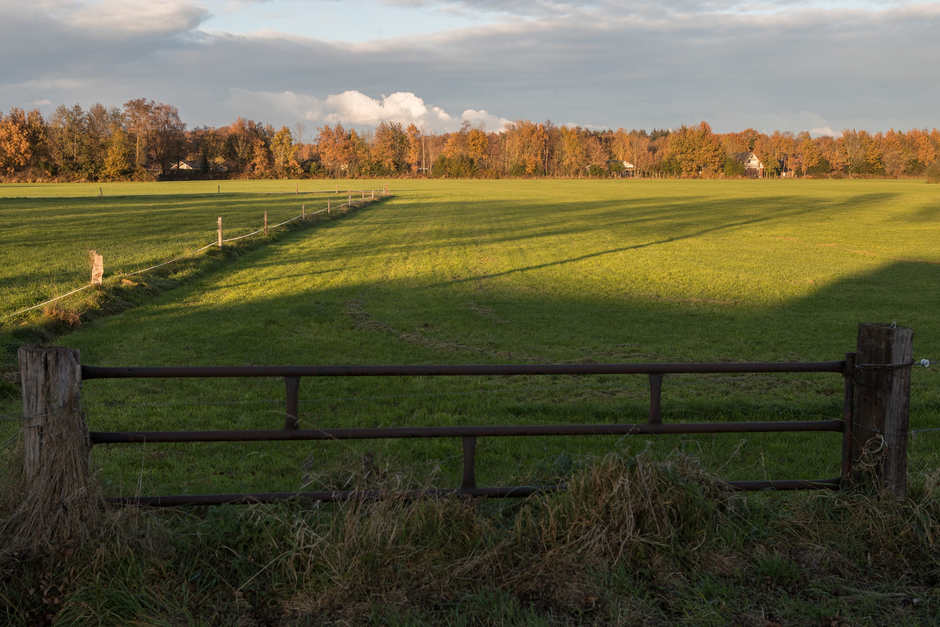 Ook vertegenwoordigers van de raadsfracties in de gemeente Raalte hebben een voorkeur voor de bouw van woningen aan de Molenweg.