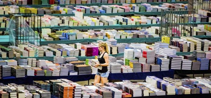 De Americahal: boeken, boeken, boeken... Foto Rob Voss
