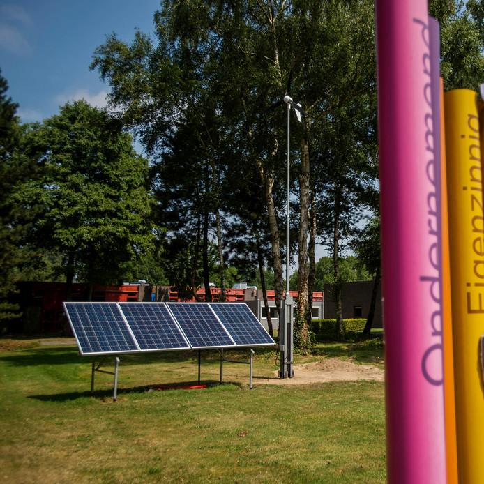 De windmolen bij scholengemeenschap De Overlaat in Waalwijk