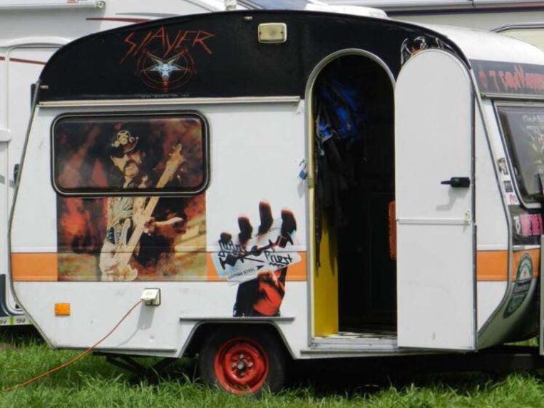 Met haar woonwagen trok Vanessa naar festivals.