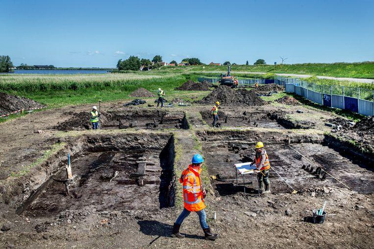 De archeologische dienst heeft de resten gevonden van een eeuwenoude boerderij. Beeld Jean-Pierre Jans