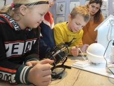 Wierdense kinderen maken kennis met huisrobotje Homey