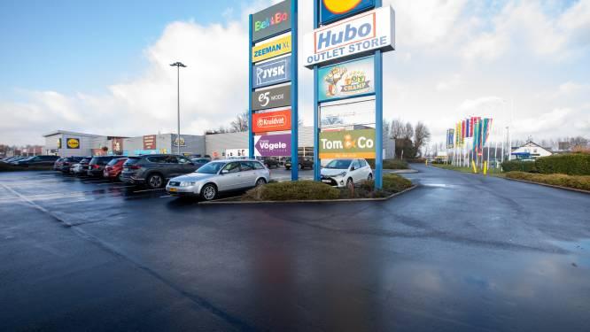 Handelaars en klanten klagen over niet-naleven coronamaatregelen in winkelcentrum Smeermaas: politie houdt verhoogd toezicht