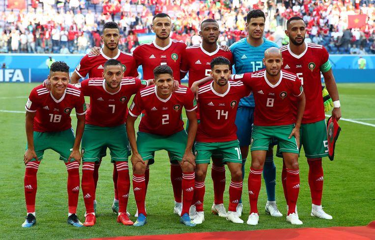 De ploegfoto van Marokko telde voor de wedstrijd geen elf, maar wel tien spelers. Ayoub El Kaabi was net te laat om te poseren.