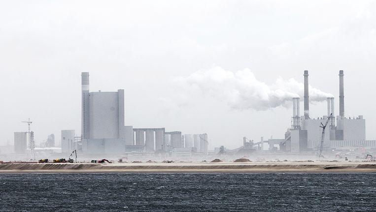 Naast de bestaande elektriciteitscentrale wordt de nieuwe van EON gebouwd op de Maasvlakte. Beeld anp