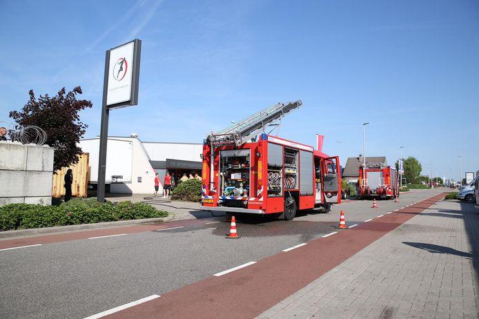 Een brandweerwagen arriveert bij De Sportfabriek.