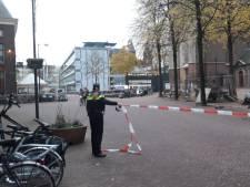 Verdacht pakketje gevonden op terras Dudok in Arnhem: cafés en stadhuis ontruimd