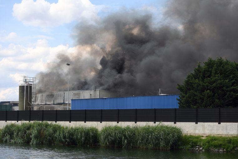Bij afvalverwerkingsbedrijf Renewi in de Industriestraat in Kampenhout is vanmiddag omstreeks 15 uur een zware industriebrand ontstaan.