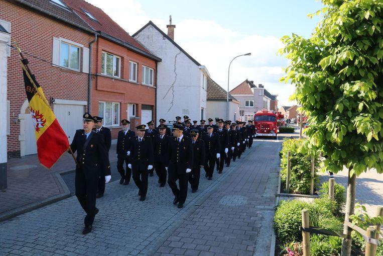 De brandweer trok door de straten voor hun 75-jarige bestaan.