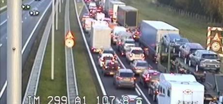 Ongeluk met vrachtwagen zorgt voor file op A1 bij Lochem