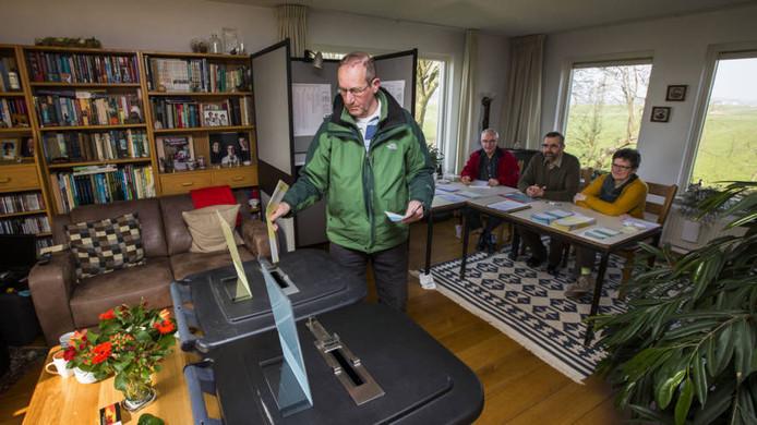 Dit zijn de leukste stembureaus van nederland verkiezingen tweede kamer - Ligbad in het midden van de kamer ...