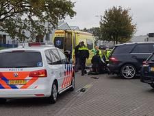 Scooterrijder naar ziekenhuis na botsing met auto in Tubbergen
