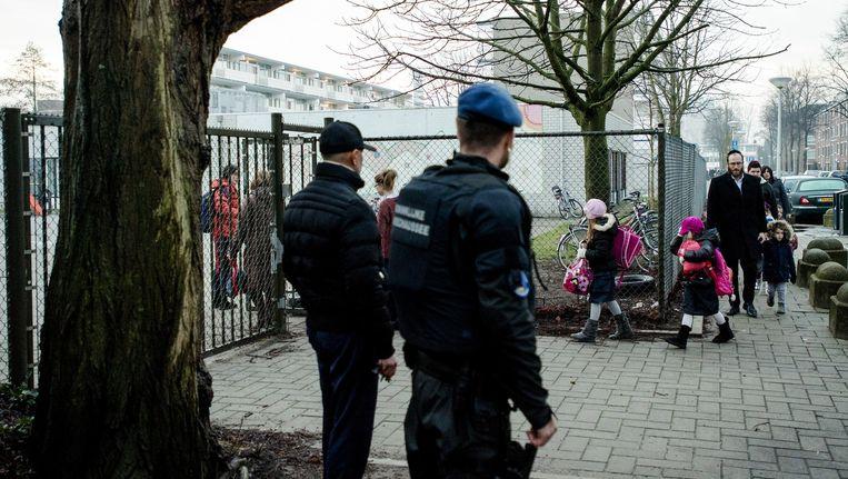 Na de aanslagen in Parijs werden joodse scholen extra beveiligd. Hier in Amsterdam. Beeld anp