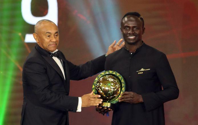Ahmad Ahmad beloonde Liverpool-speler Sadio Mané nog met de trofee Speler van het Jaar.