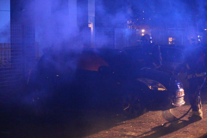Vannacht ging er op de Veenenburg in Gouda weer een auto in vlammen op.