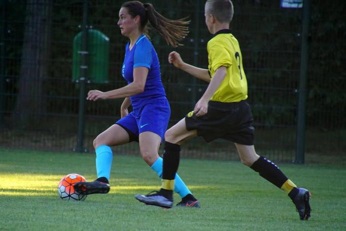 Caitlin Dijkstra is aanvoerster van de Oranje onder 19.